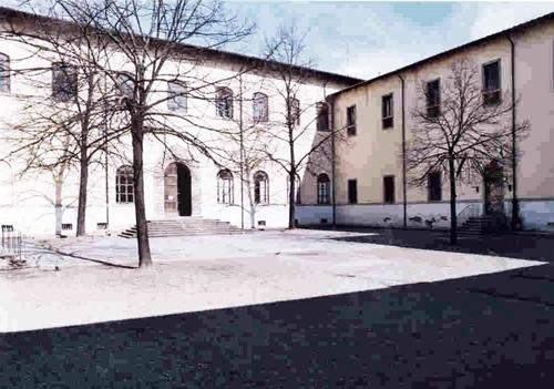 Cortile scuola primaria